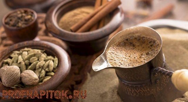 приготовление напитка в турке