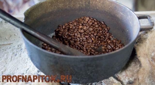 обжарка зелёного кофе на сковороде
