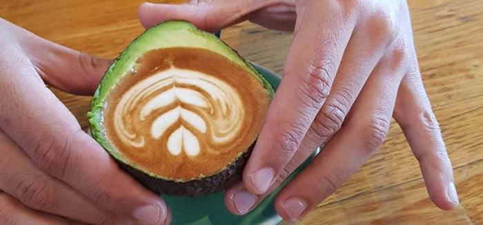 кофе в авокадо